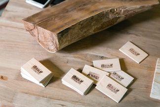 «Дешевая мебель из старых поддонов — не более чем миф», — минчанин, возродивший семейное дело по производству предметов интерьера из дерева