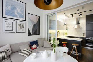 В гостях: просторная квартира в  Минске со столовой на  балконе