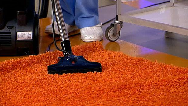 Почистить ковер в домашних условиях от запаха