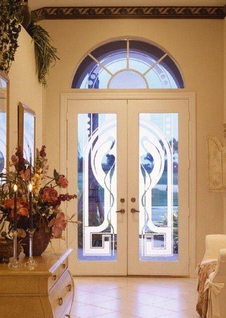 входная дверь с витражом белая