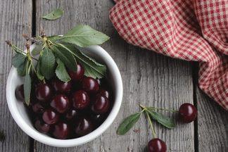 Чтобы ягодка в ягодку! Обрезка вишни весной: важные нюансы и советы