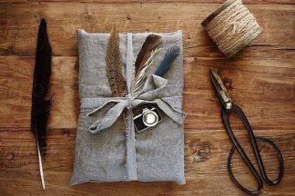 Стильные советы: как красиво упаковать подарок и сделать бантик своими руками?