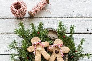 Новогодние поделки в год Собаки своими руками: небольшая ёлка и забавный снеговик
