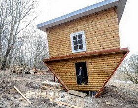 Под Минском «перевернули» дом
