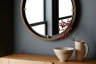 Как стильно использовать круглое зеркало в интерьере: обзор 11 решений. И подсказка, где можно заказать