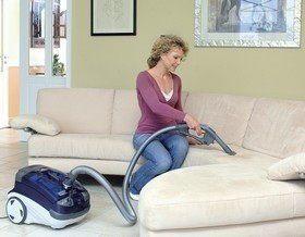 Как и чем почистить диван?