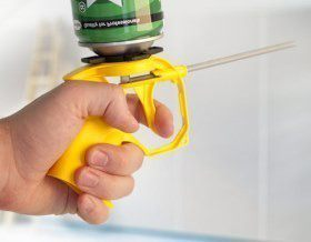 БЫТОВОЕ: Чем очистить монтажную пену?