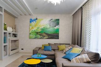 Современный дом в пределах Минска с террасой и  тренажерным залом: чистые линии и природные материалы