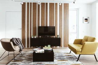 Прогулка по просторной двухкомнатной квартире недалеко от Немиги: строгость и элегантность в чистых линиях