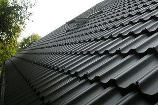 Какую металлочерепицу применить в жилом строительстве: 6 плюсов материала