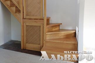 Мастерская «Альваро» предлагает деревянные лестницы из сосны и дуба по индивидуальным заказам