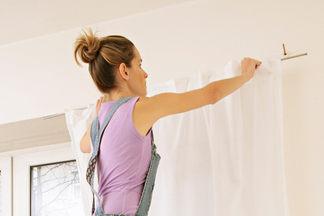 Не испортить ткань и сэкономить время: почему профессиональная чистка штор выгоднее домашней. Мнение эксперта