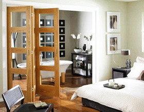 Дверь «гармошка» в интерьере: 18 примеров